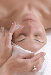 aromatherapy-facial-massage